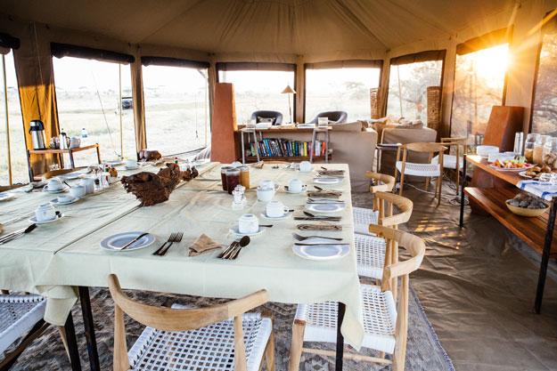 namiri plains dining area