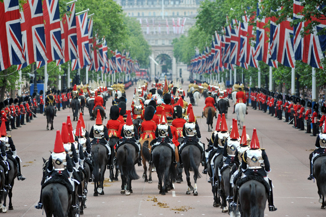 Royal Experiences Fit For The Queen: Our Top 5 Ways to Celebrate the Queen's Birthday